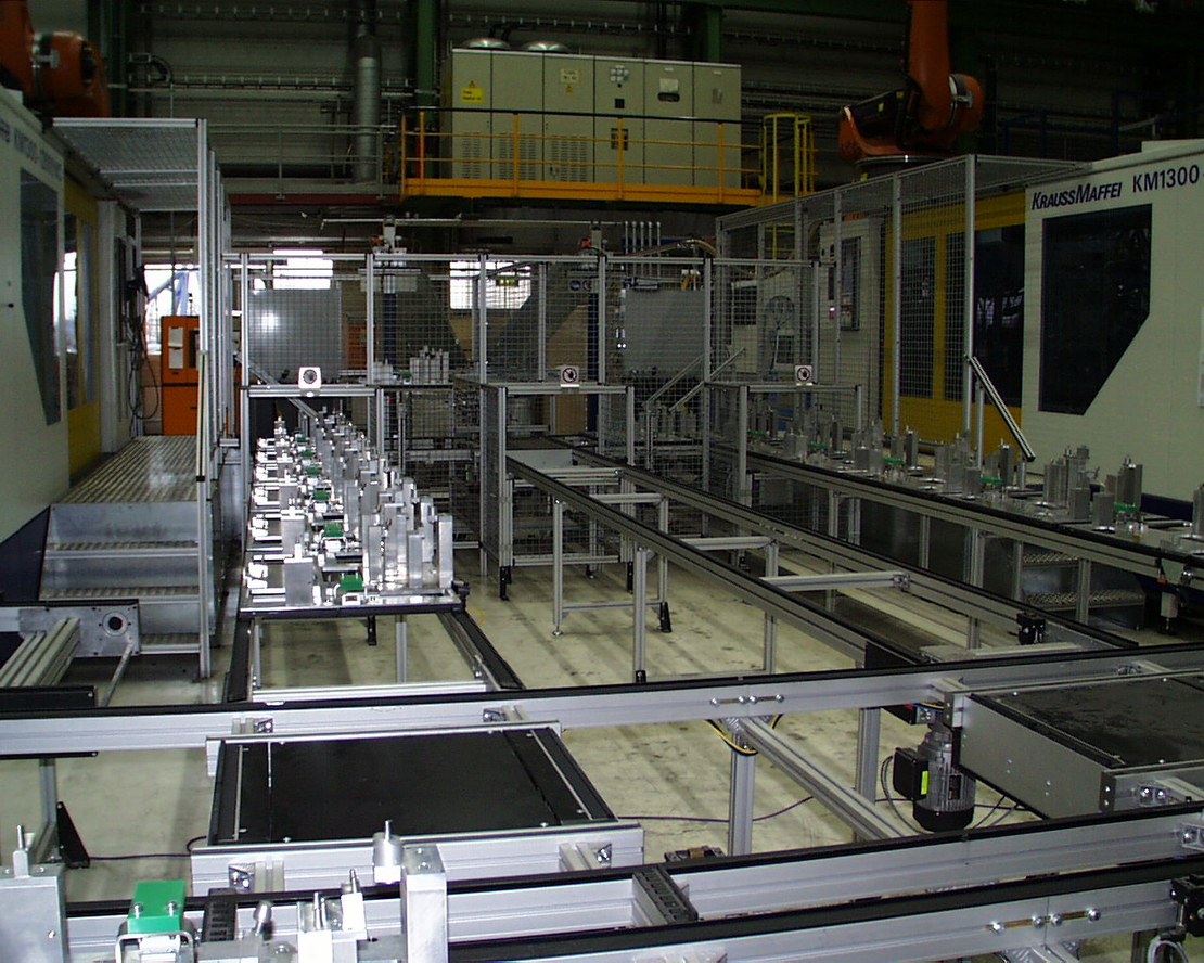 Loading and unloading of injection-moulded parts