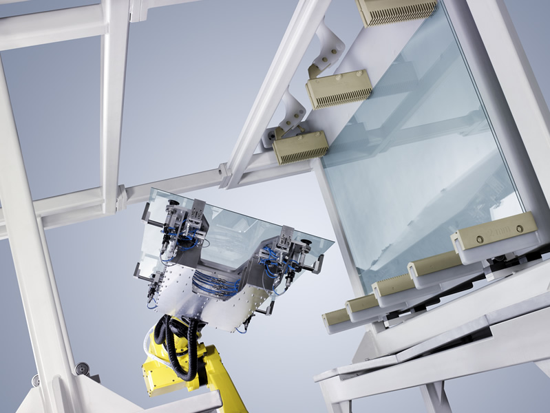 Handling of glass panes in solar panel production